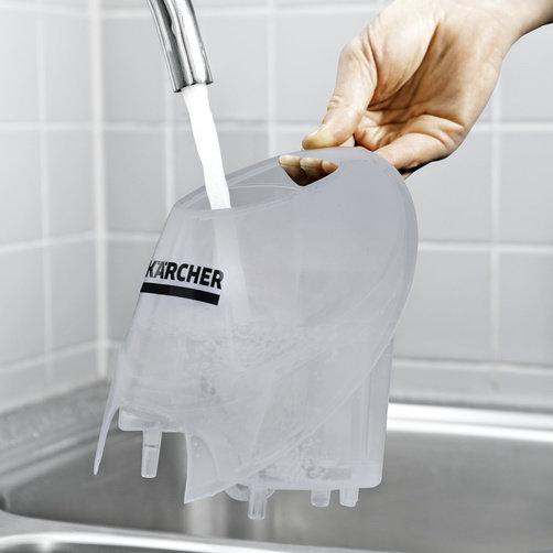 SC 4 – zestaw z żelazkiem: Dodatkowy zbiornik na wodę można łatwo wyjąć i napełnić